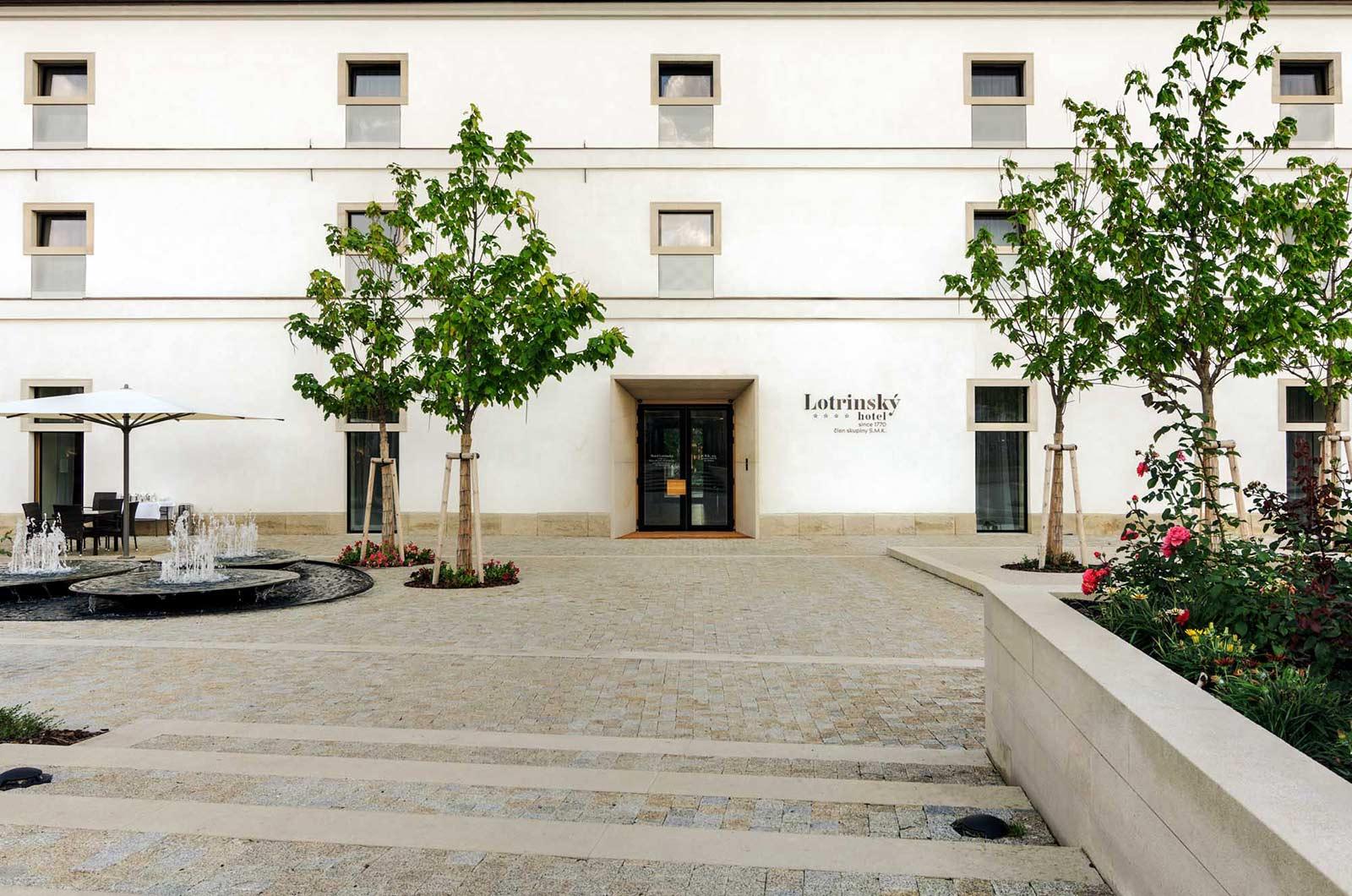 Lotrinsky Hotel